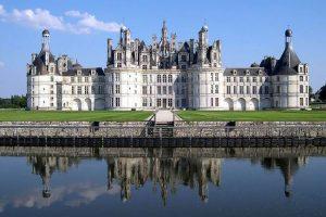 Qui a construit le château de Chambord?